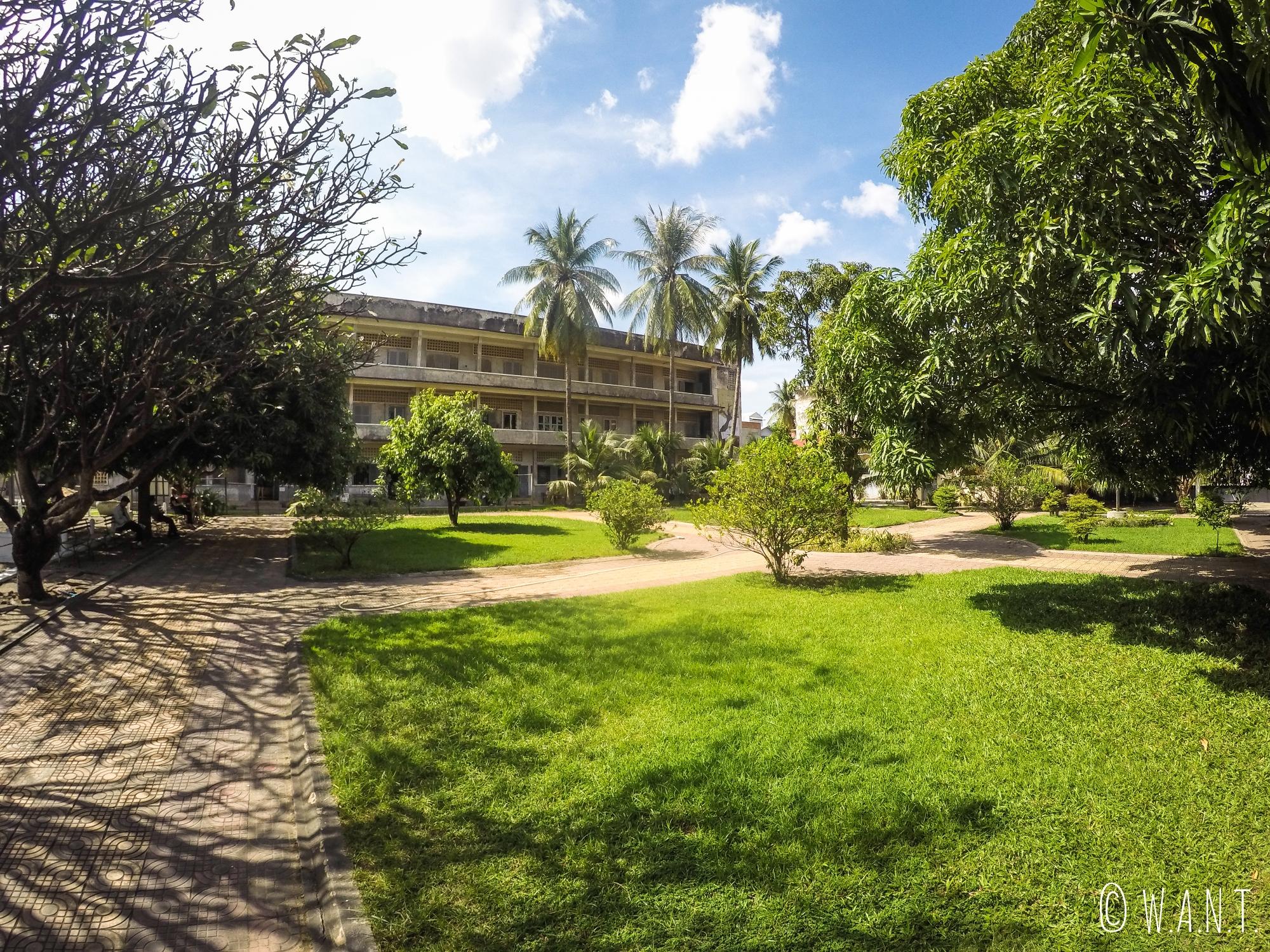 Cour de récréation du lycée transformé en la prison S-21 à Phnom Penh