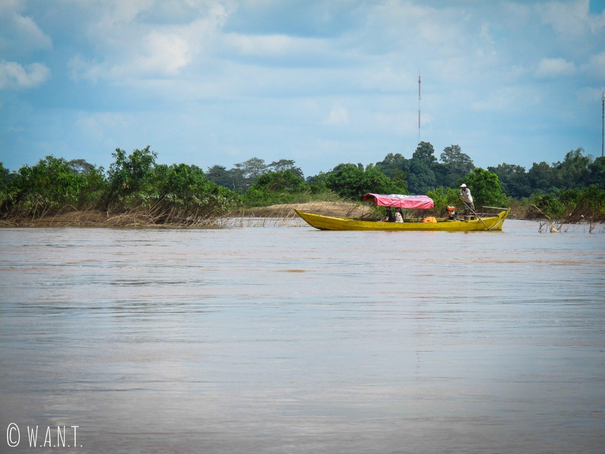 Embarcation pour aller observer les dauphins de l'Irrawaddy sur le Mékong