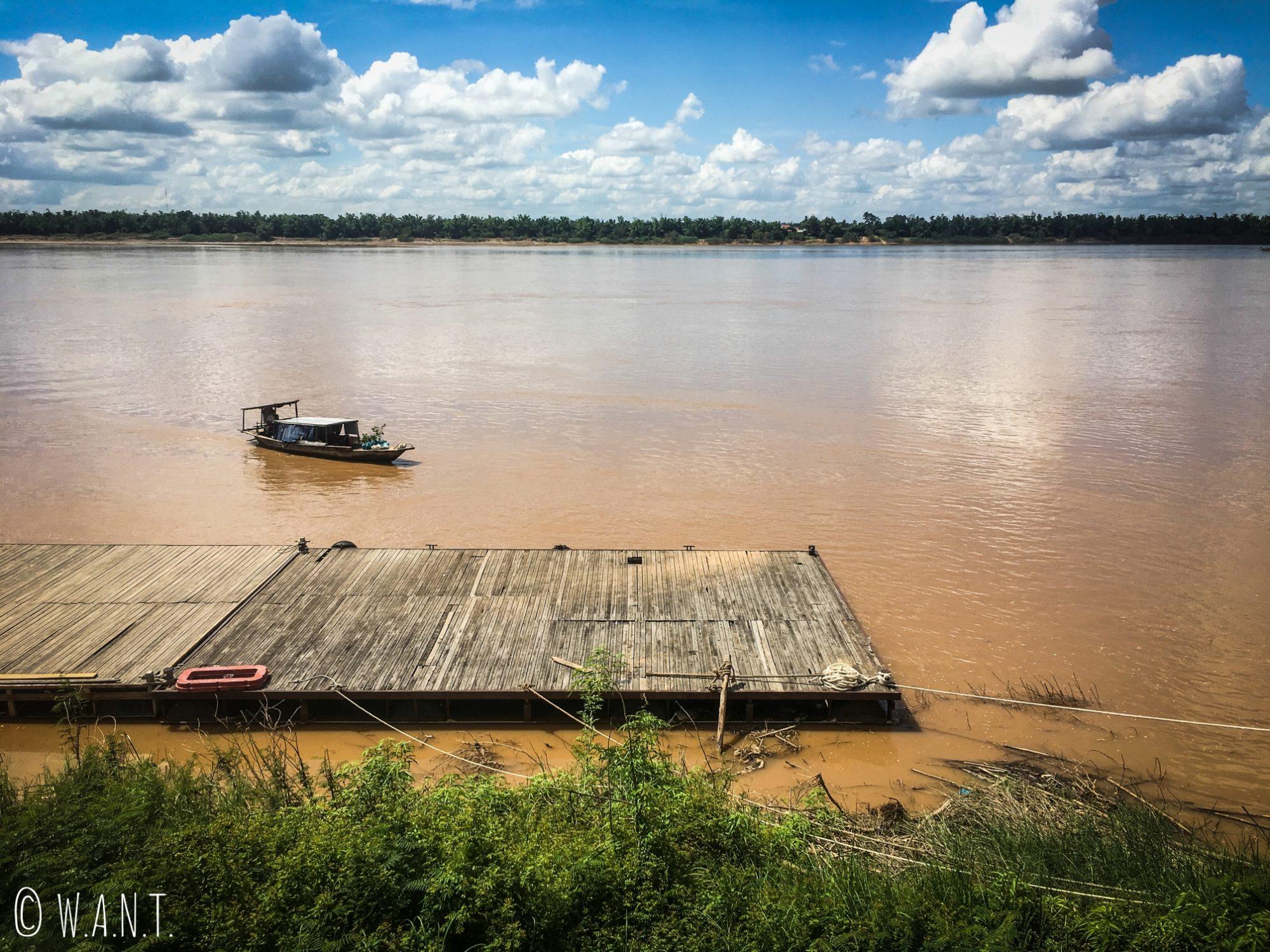 Ferry nous permettant de rejoindre l'île de Koh Trong depuis Kratie
