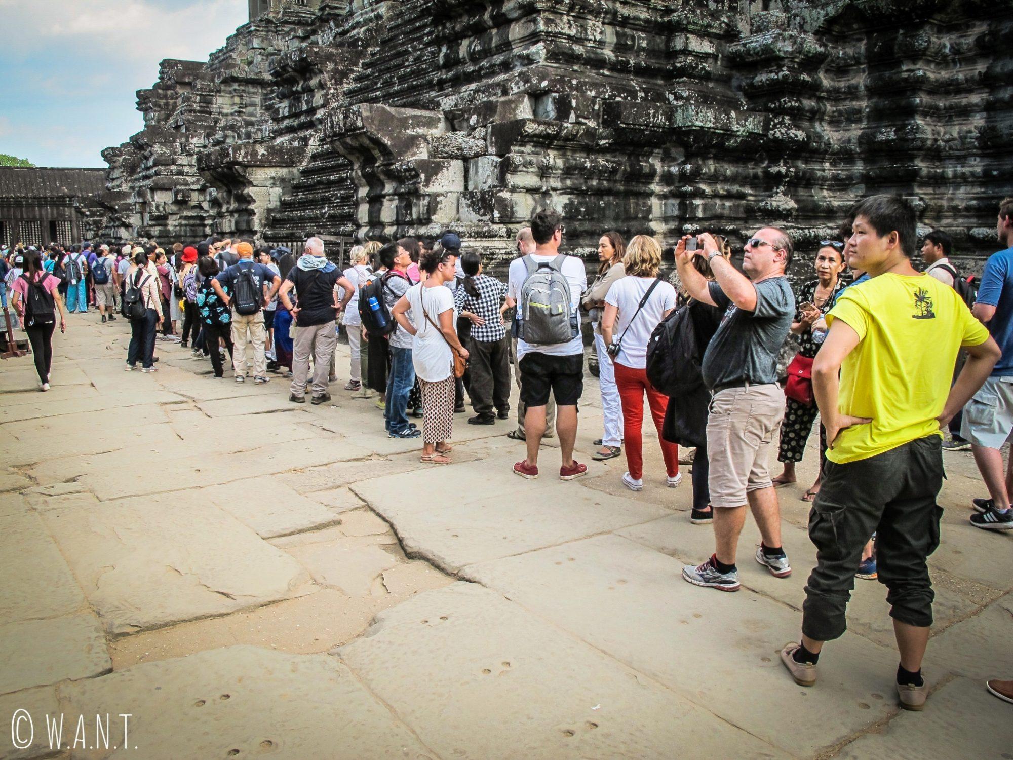 Foule incroyable pour accéder aux tours d'Angkor Wat