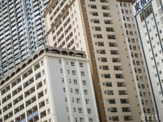 Gros plan sur des immeubles aux abords de Diamond Island à Phnom Penh