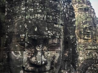 Gros plan sur un visage du temple Bayon à Angkor
