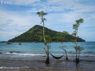 Hamac auprès de l'eau sur la plage à côté de M'Pai Bay à Koh Rong Sanloem