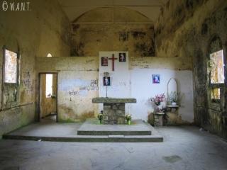 Intérieur de l'église abandonnée à Bokor Hill Station, dans le Parc national de Bokor