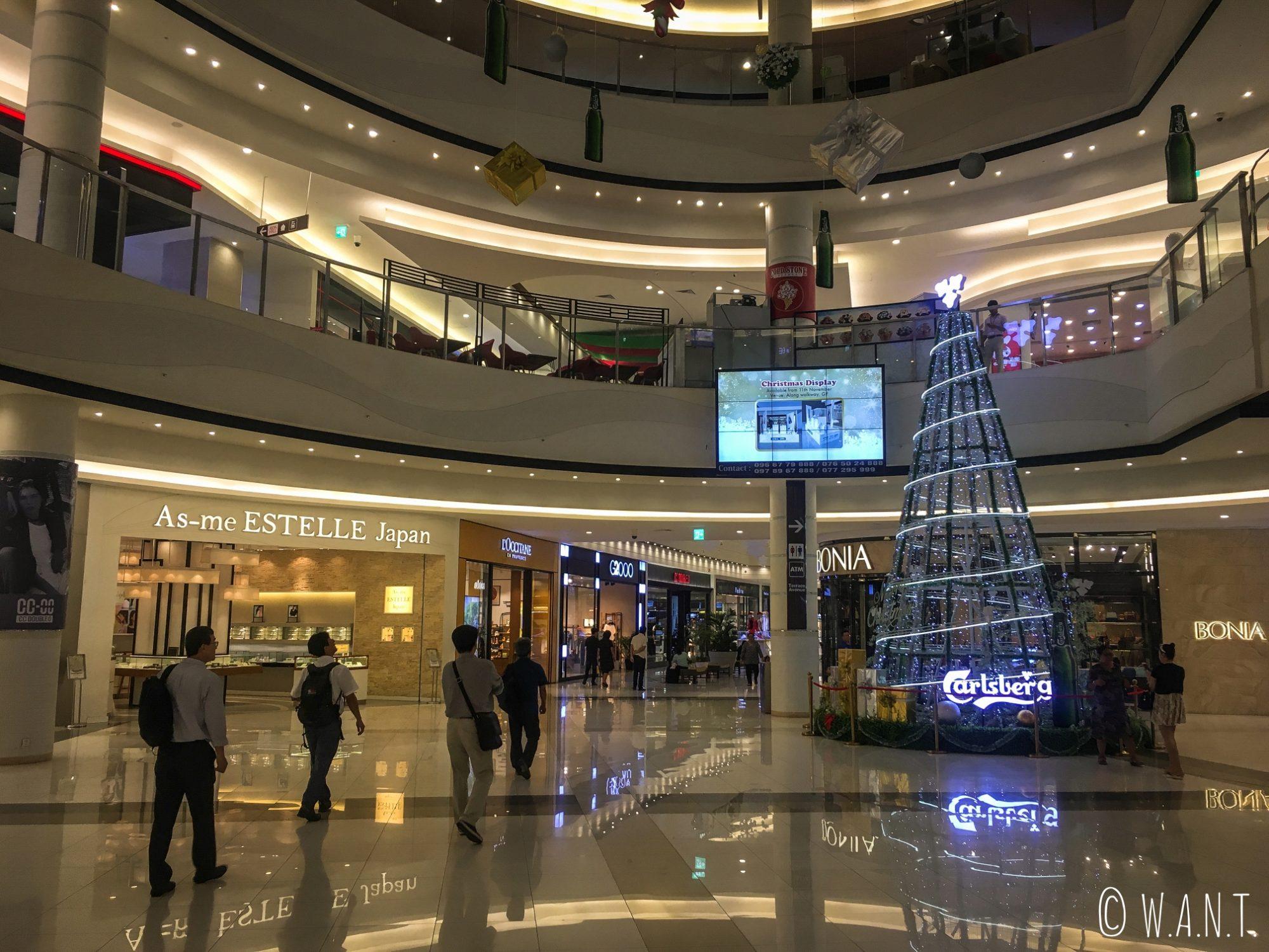 Intérieur luxueux du Aeon Mall de Phnom Penh