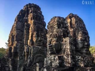 Les visages du temple Bayon d'Angkor nous entourent
