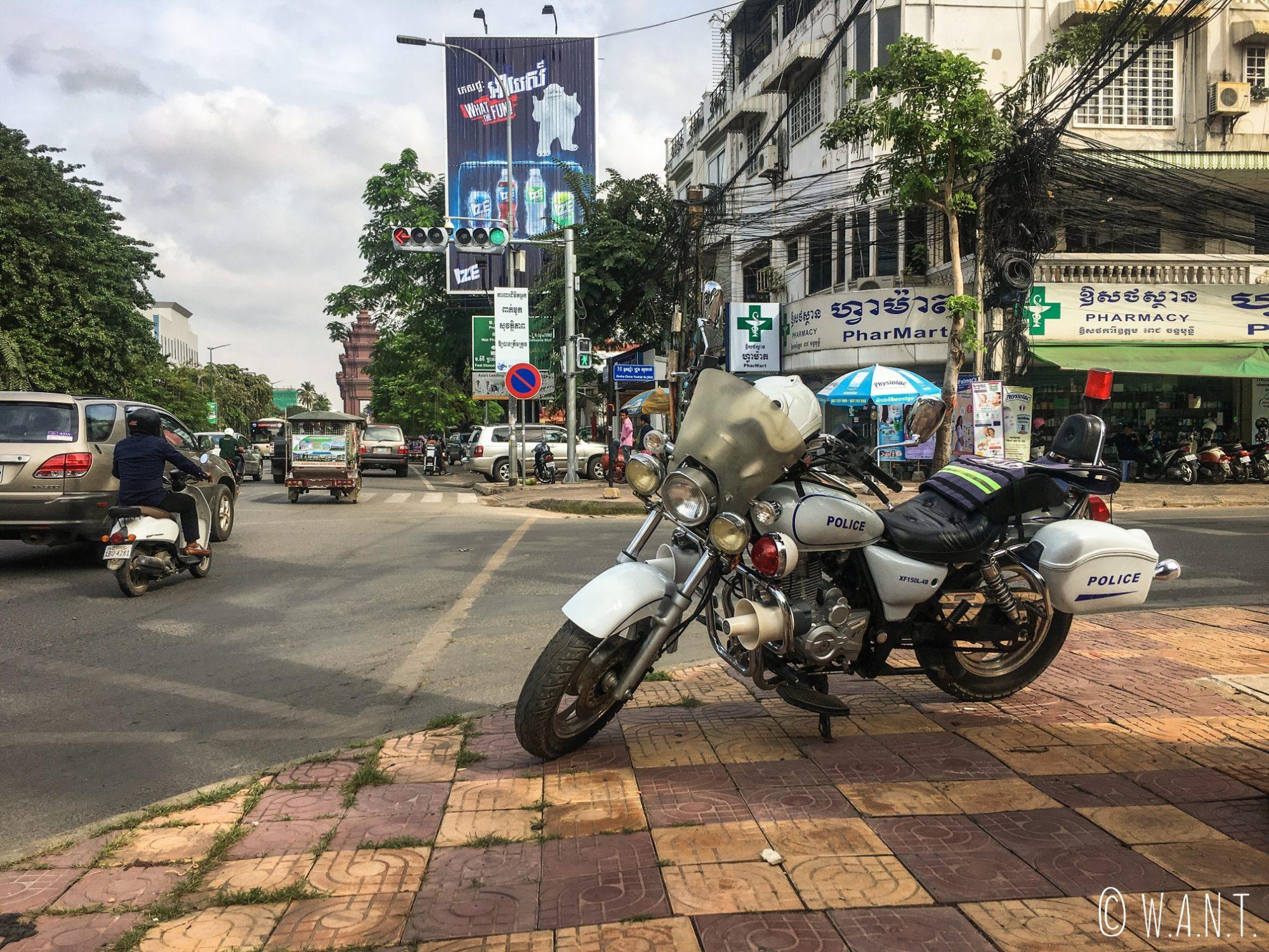 Moto de la police de Phnom Penh