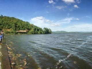 Panorama sur le Secret Lake près de Kampot