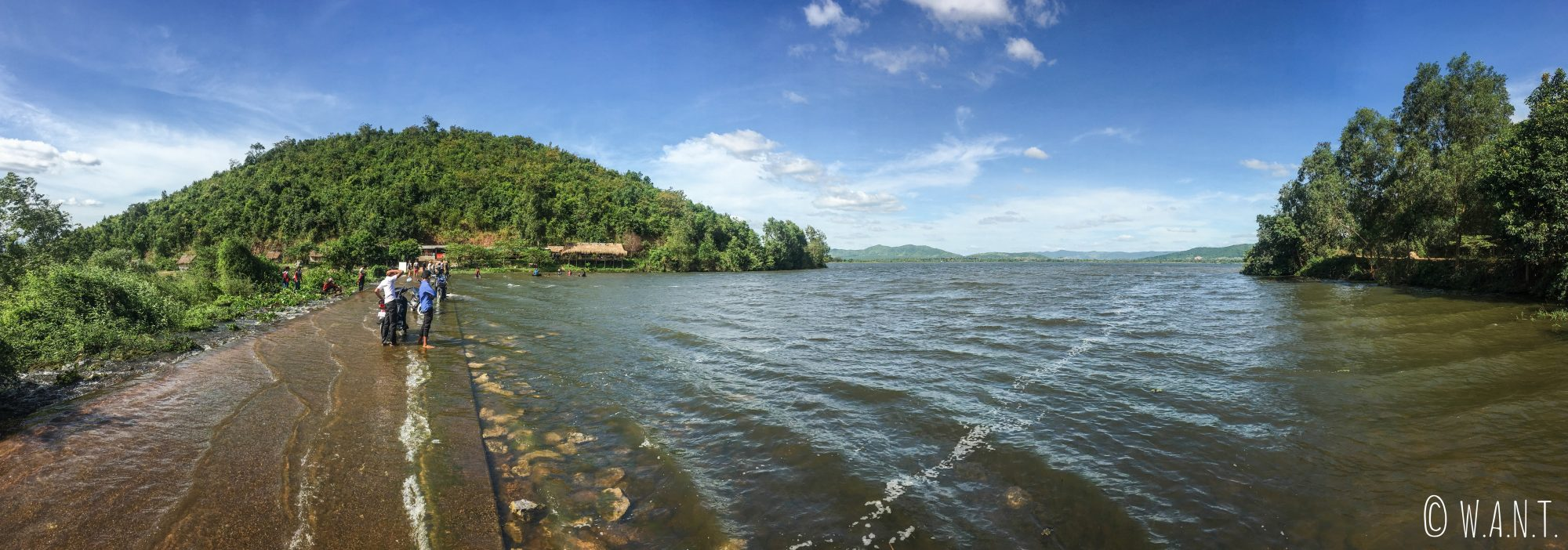 Panorama sur le Secret Lake près de Kampot