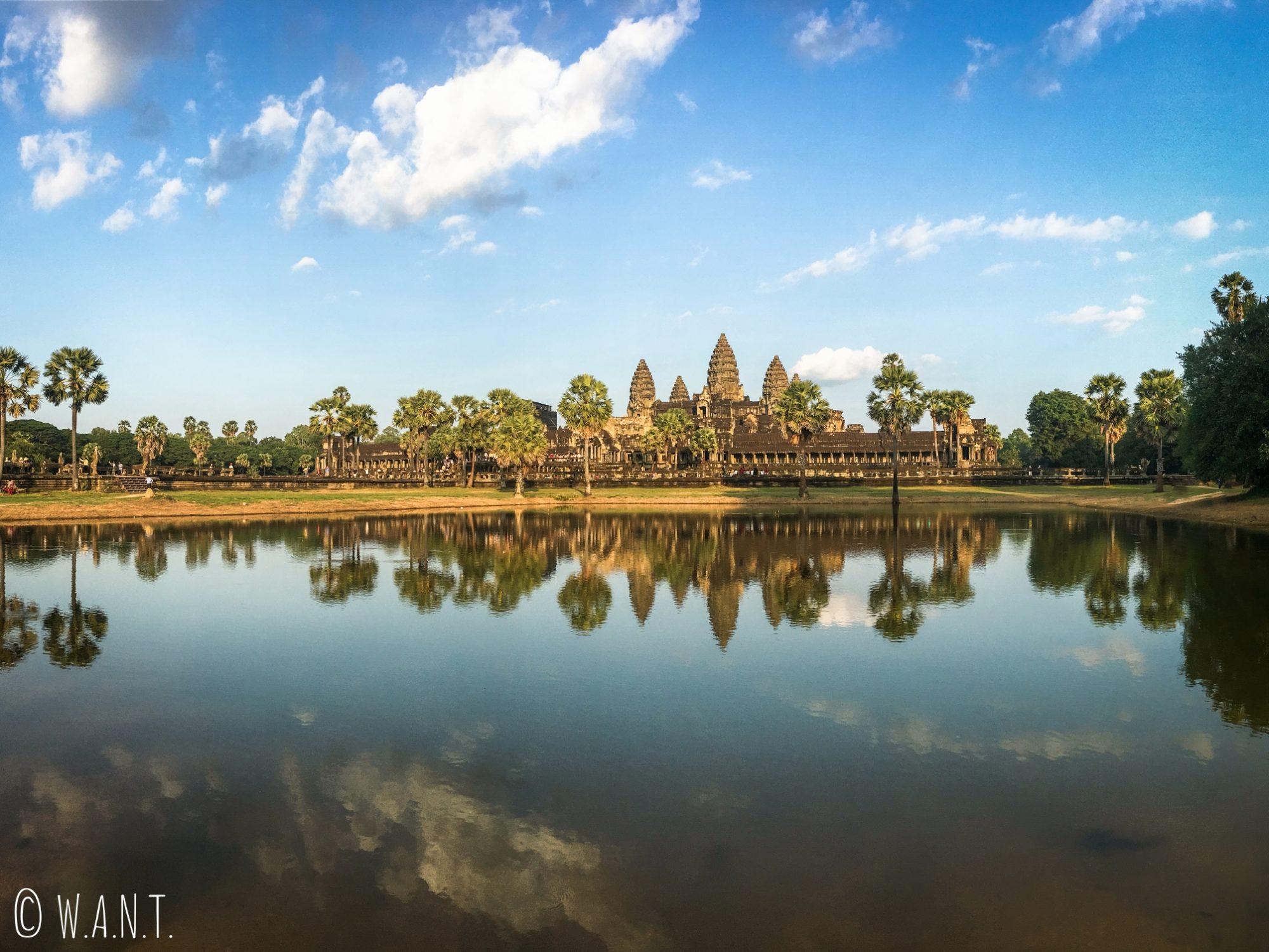 Reflet d'Angkor Wat dans l'eau à Siem Reap