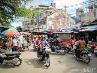 Rue bondée du centre de Phnom Penh