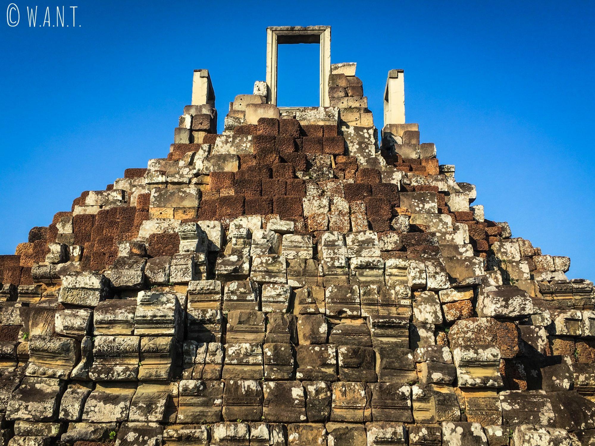 Sommet du temple Baphuon sur le site d'Angkor à Siem Reap