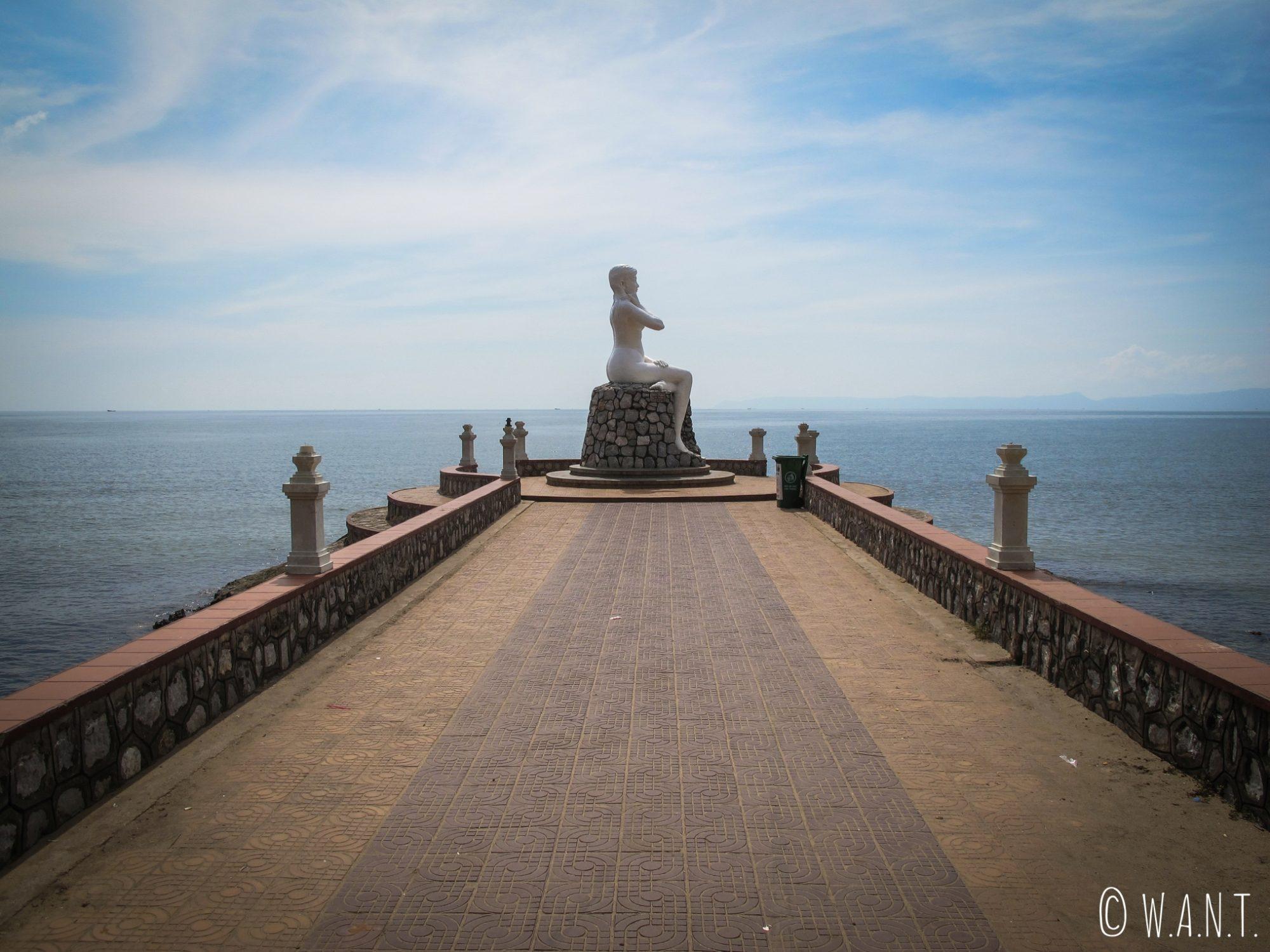 Statue de White Lady à Kep