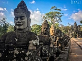 Statues bordant l'entrée sud d'Angkor Thom