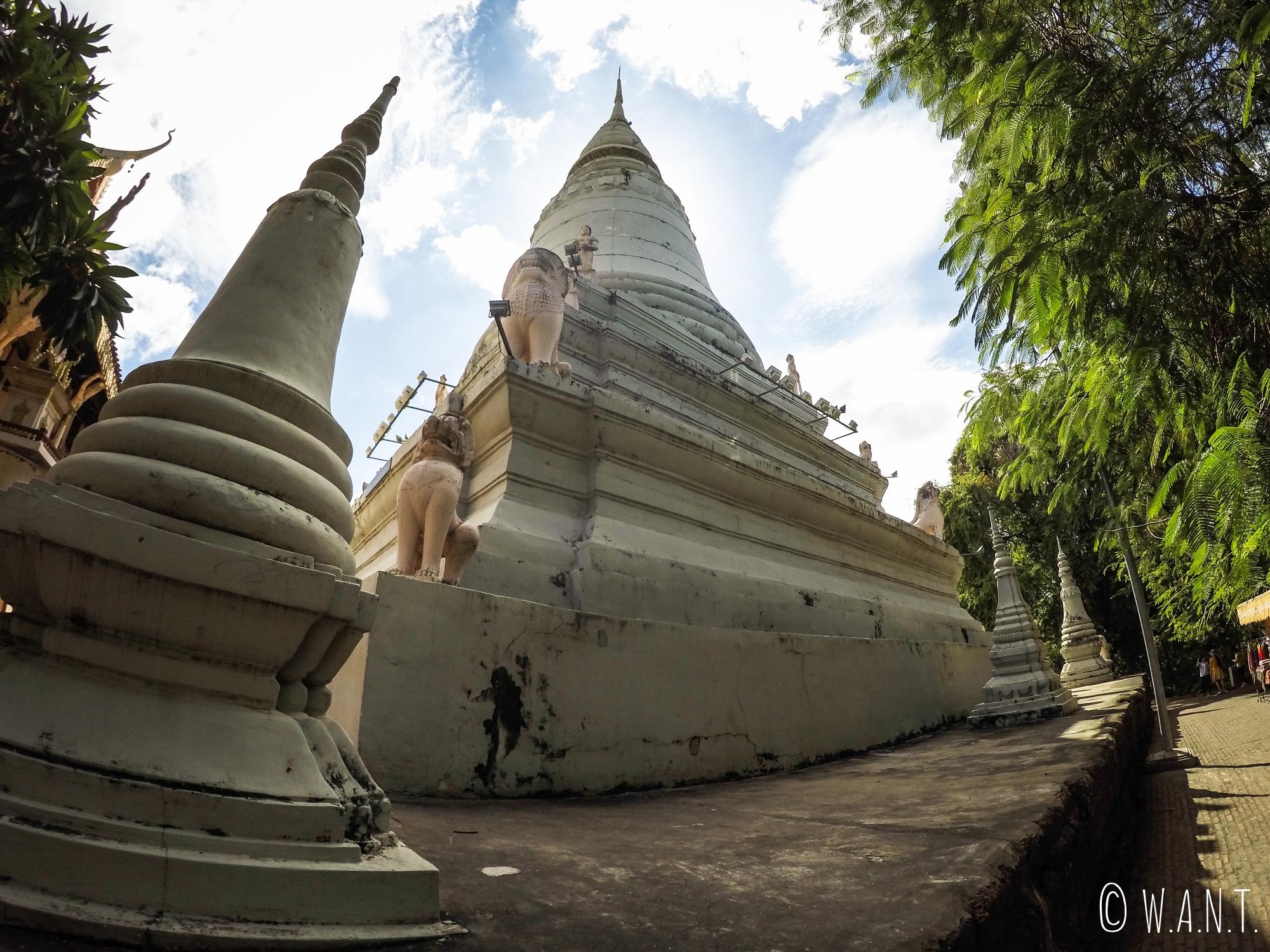 Stupa blanc du Wat Phnom de Phnom Penh