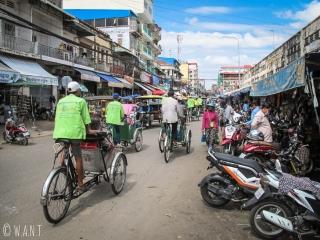 Trishaws dans les rues de Phnom Penh