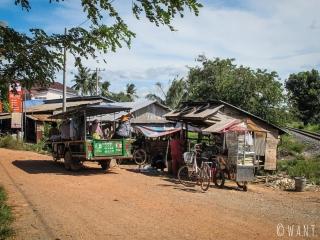 Vie de village sur le chemin du Secret Lake près de Kampot