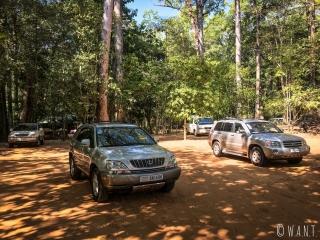 Voitures de luxe sur le site d'Angkor à Siem Reap