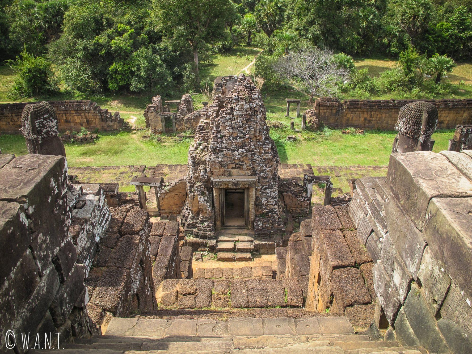 Vue en plongée au temple Pre Rup d'Angkor