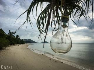 Ampoule et plage de I-Talay à Koh Samui