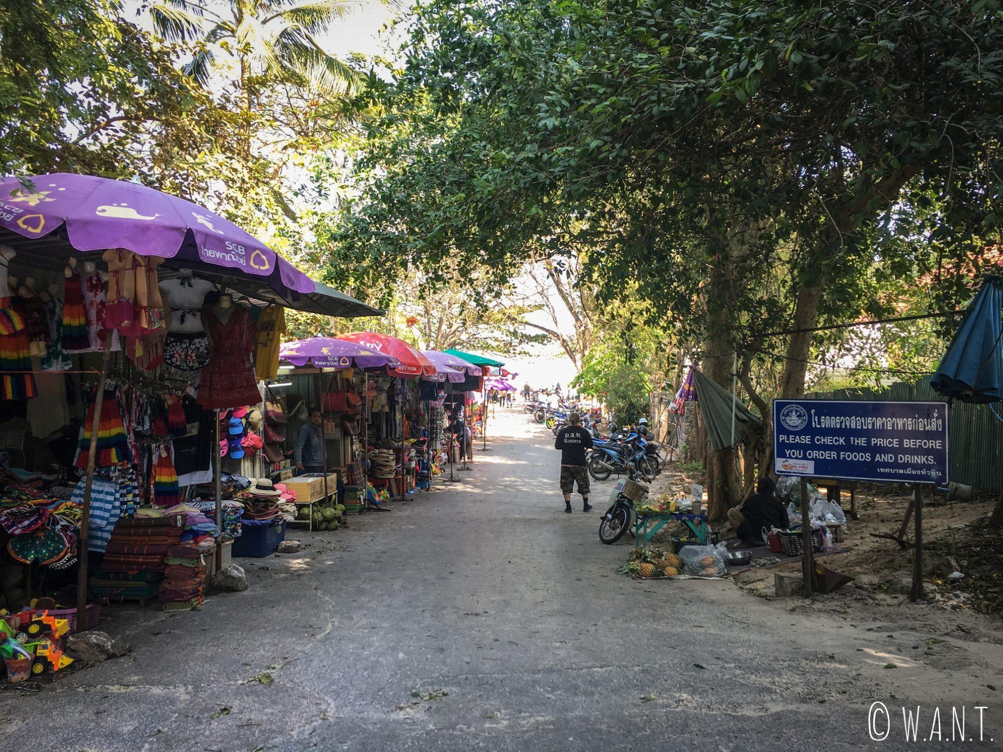 Boutiques de souvenirs le long de la plage de Hua Hin