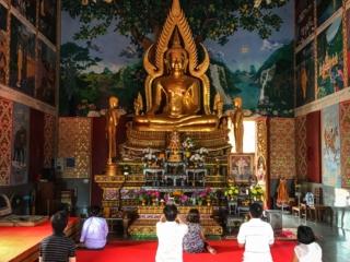 Intérieur du Wat Plai Laem de Koh Samui