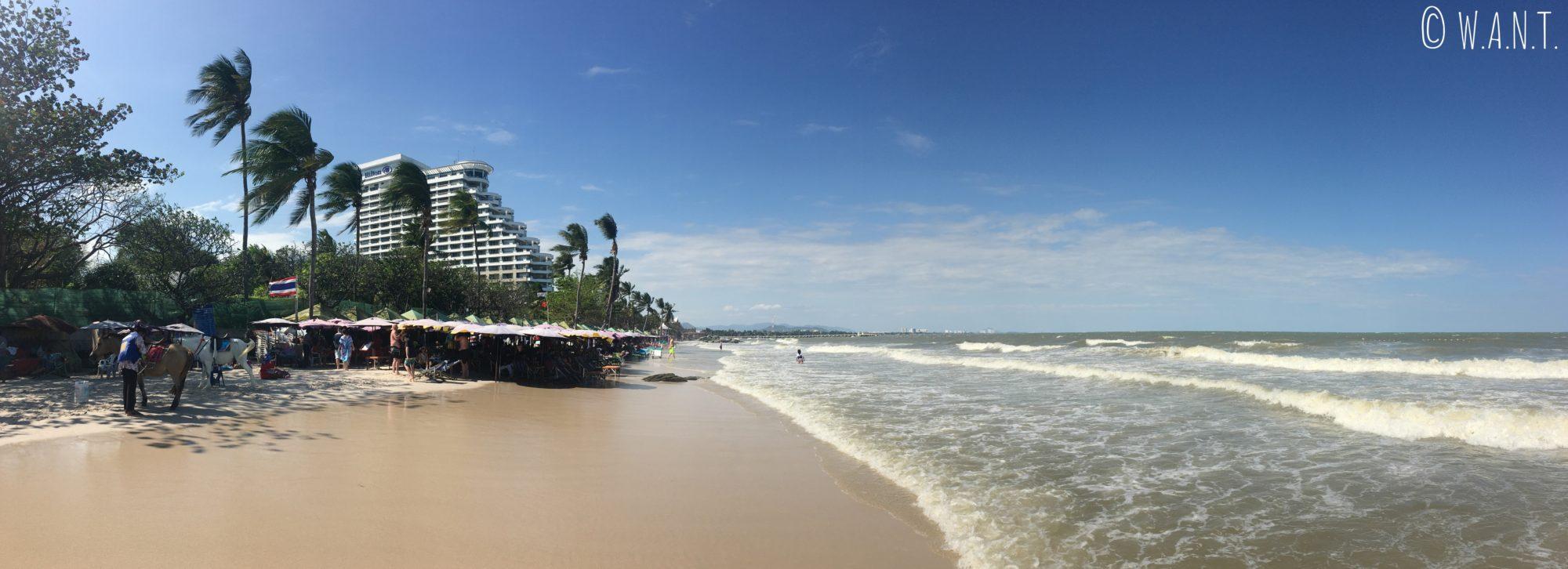 Le vent souffle très fort sur la plage de Hua Hin