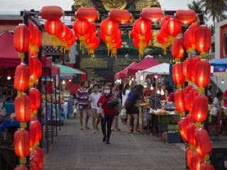 Marché nocturne au Guan Yu Shrine de l'île de Koh Samui