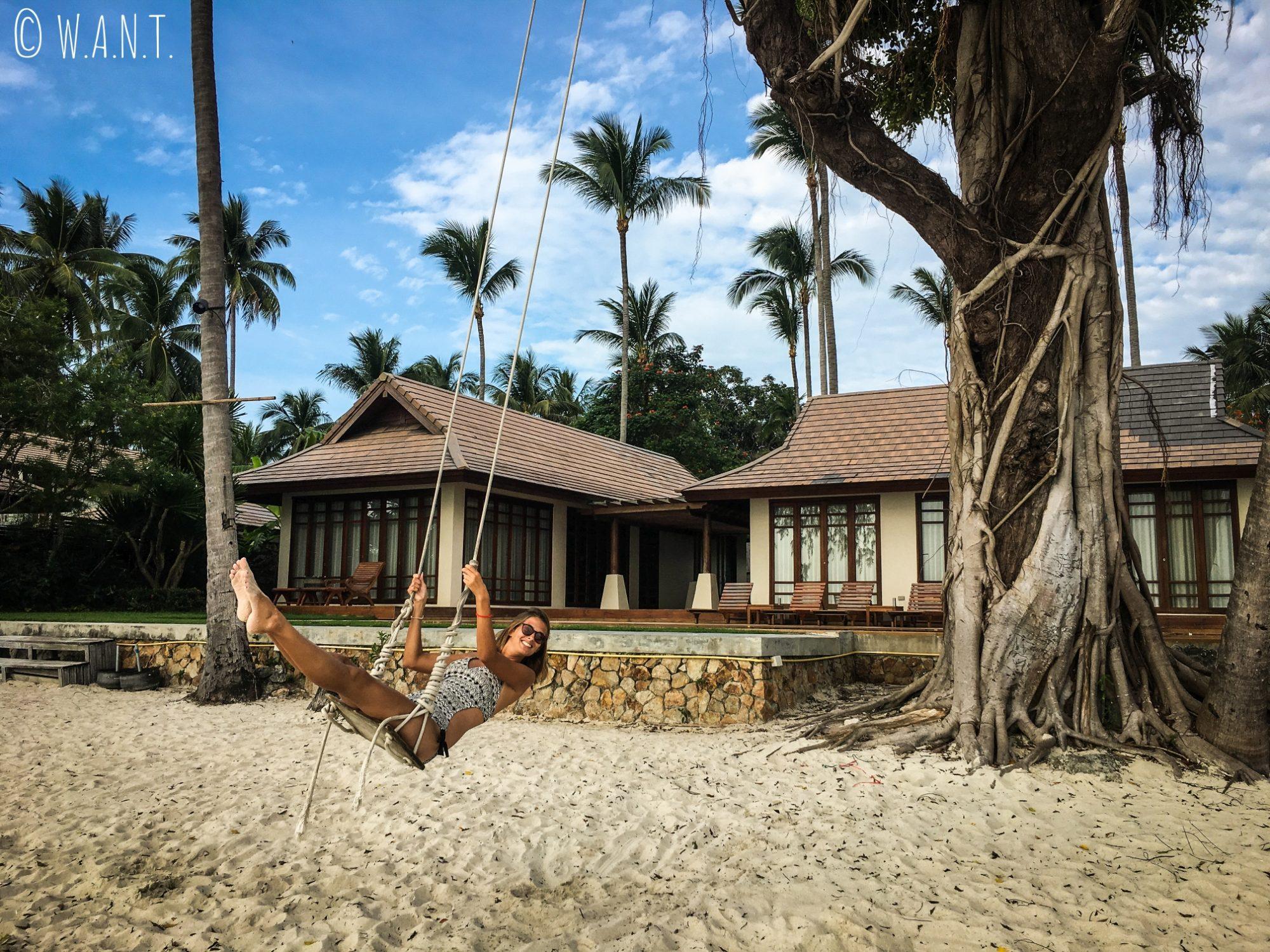 Marion et sa balançoire sur la plage de Lipa Noi à Koh Samui