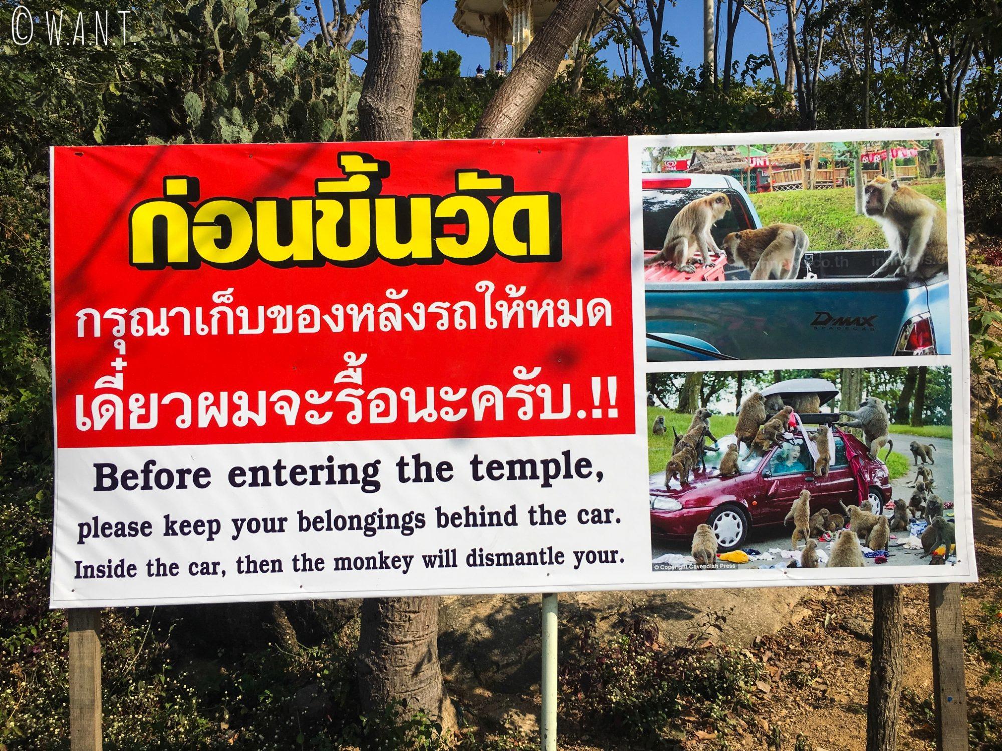 Panneau d'avertissement au Wat Khao Takiab de Hua Hin