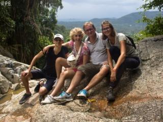 Photo de famille en haut de l'une des cascades de Namuang 2 à Koh Samui