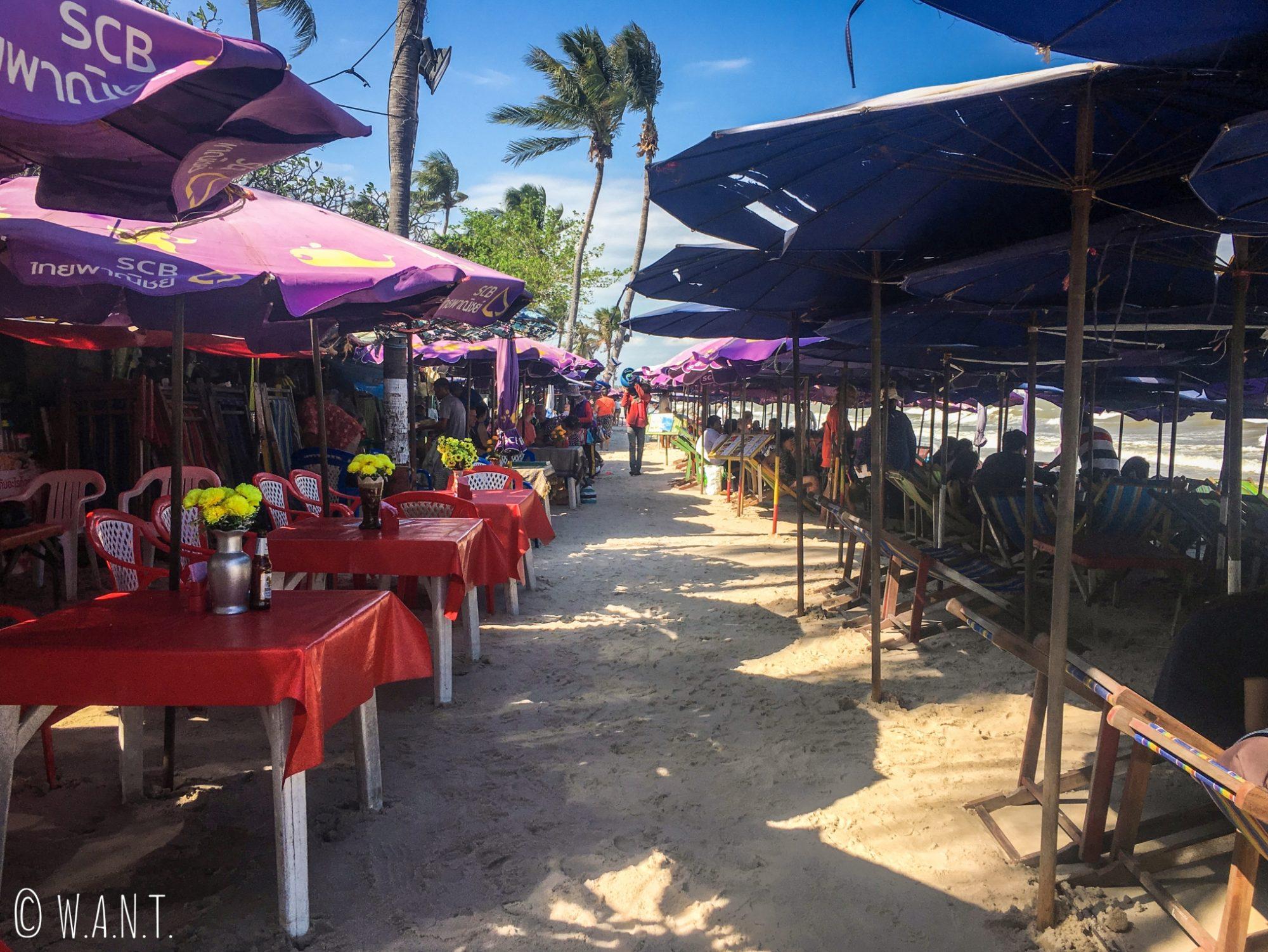 Restaurants installés sur la plage de Hua Hin