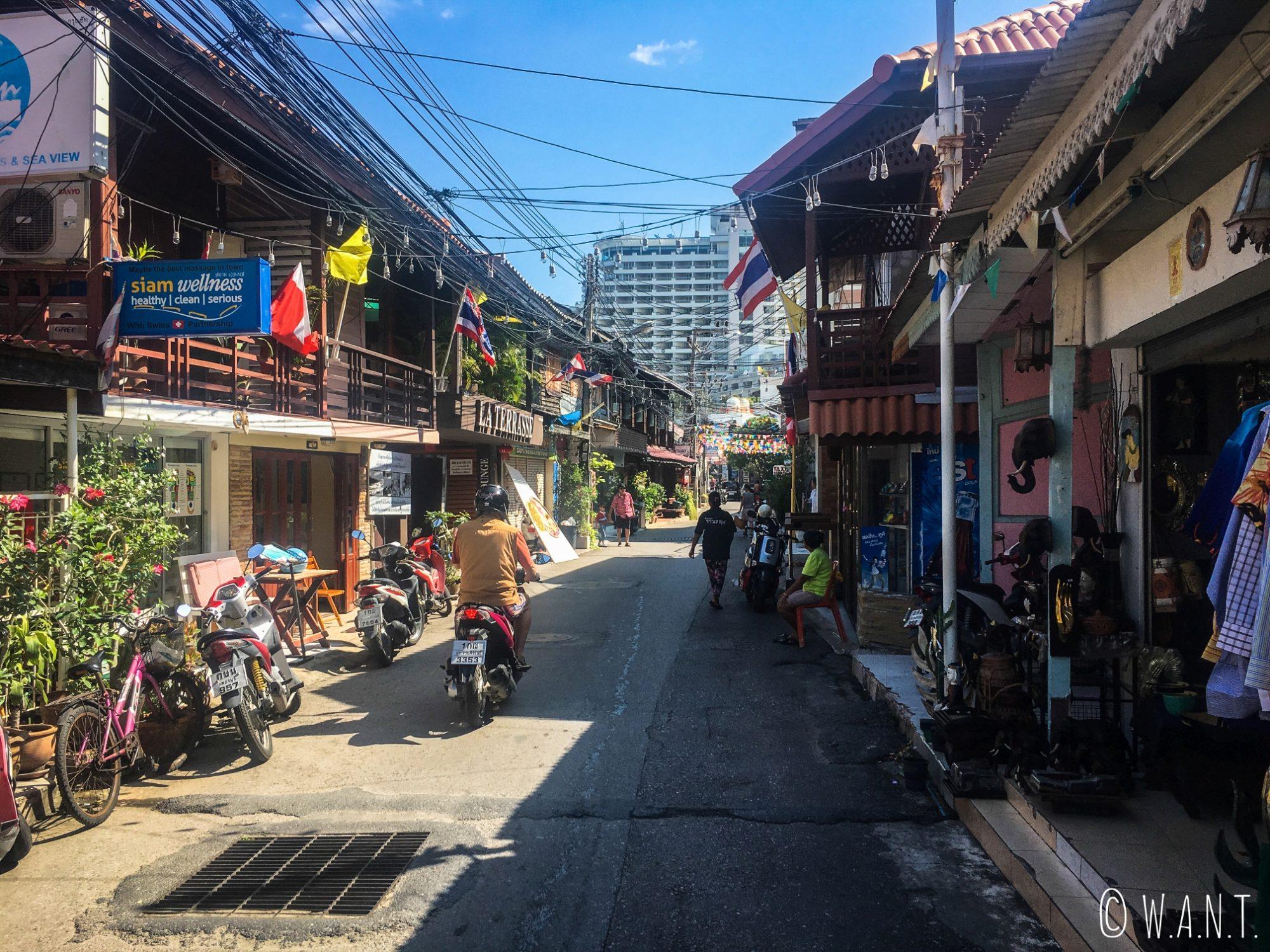 Rue de la station balnéaire de Hua Hin