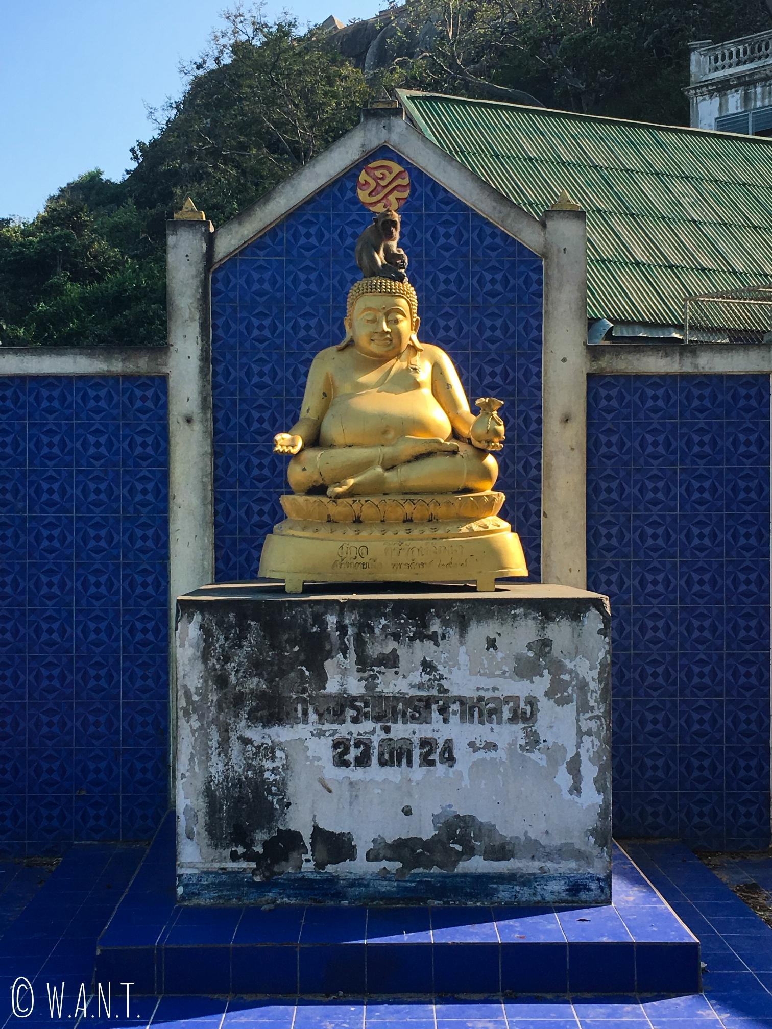 Statue de Bouddha rieur au Wat Khao Takiab de Hua Hin