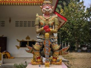 Statue de dvarapala au Wat Samret de Koh Samui