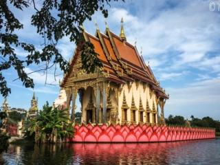 Temple sur l'eau du Wat Plai Laem de Koh Samui