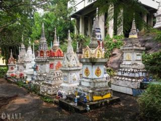 Tombes au Wat Sila Ngu sur l'île de Koh Samui