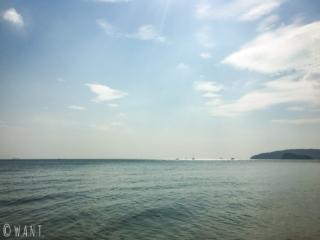Vue depuis la plage de Noppharat Thara dans la province de Krabi