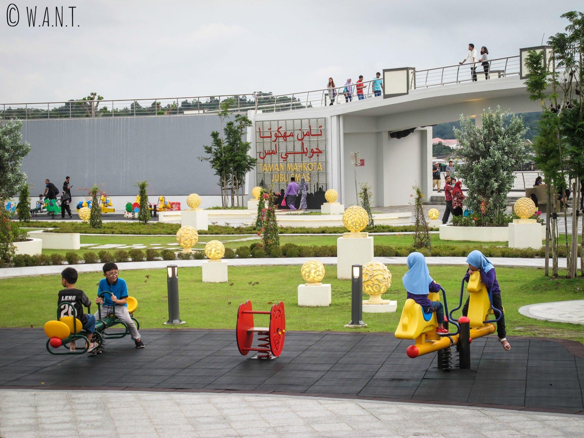 Aire de jeux animée du parc Taman Mahkota Jubli Emas de Bandar Seri Begawan