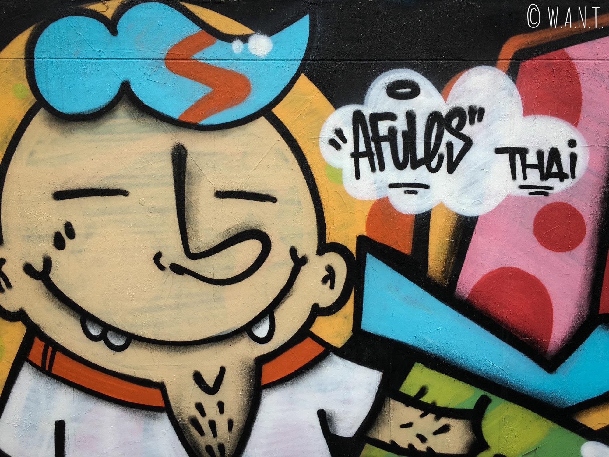 Art de rue le long du canal à l'arrêt Hua Chang à Bangkok