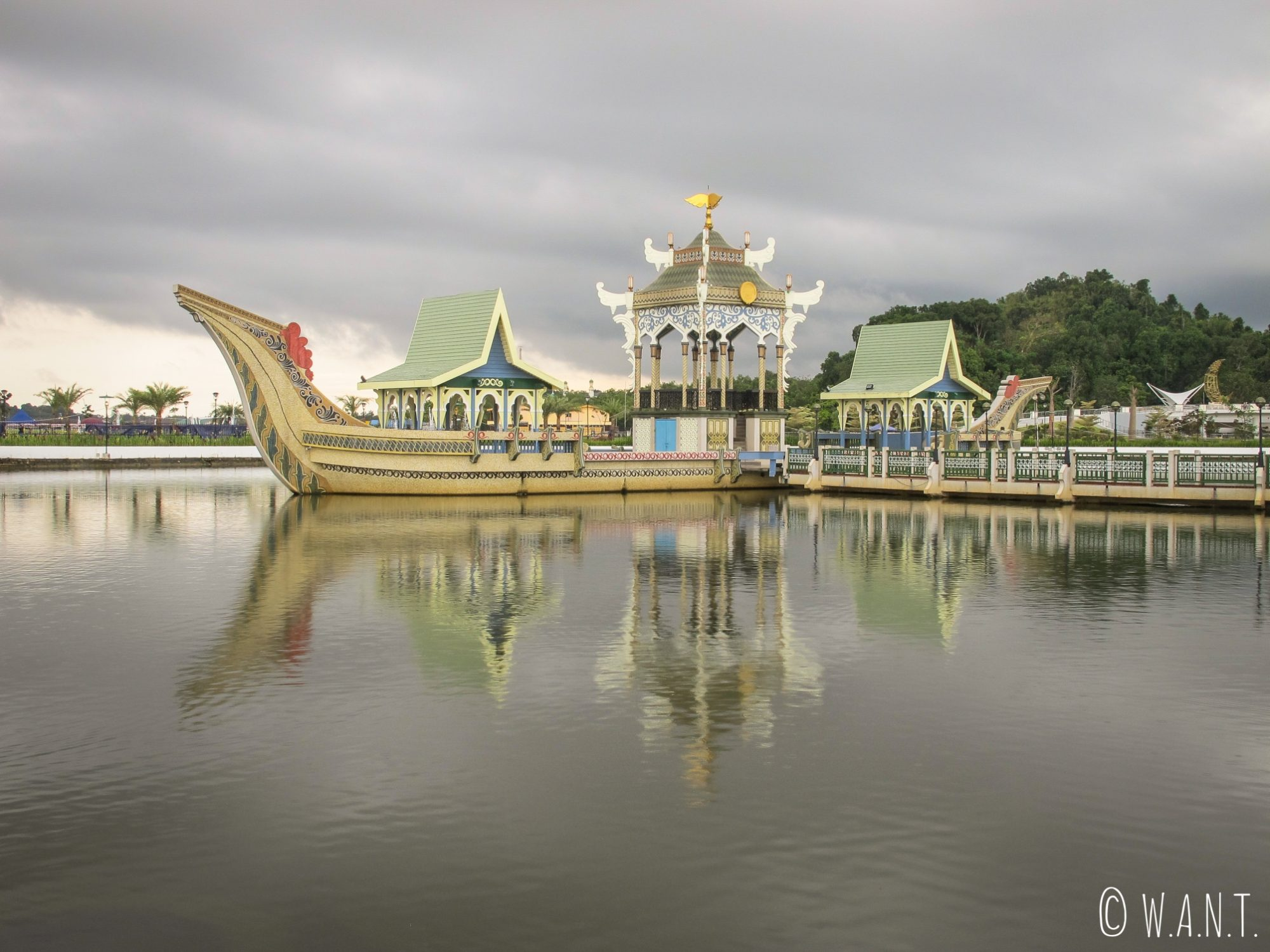 Barge de cérémonie de la mosquée Masjid Omar Ali Saifuddien de Bandar Seri Begawan