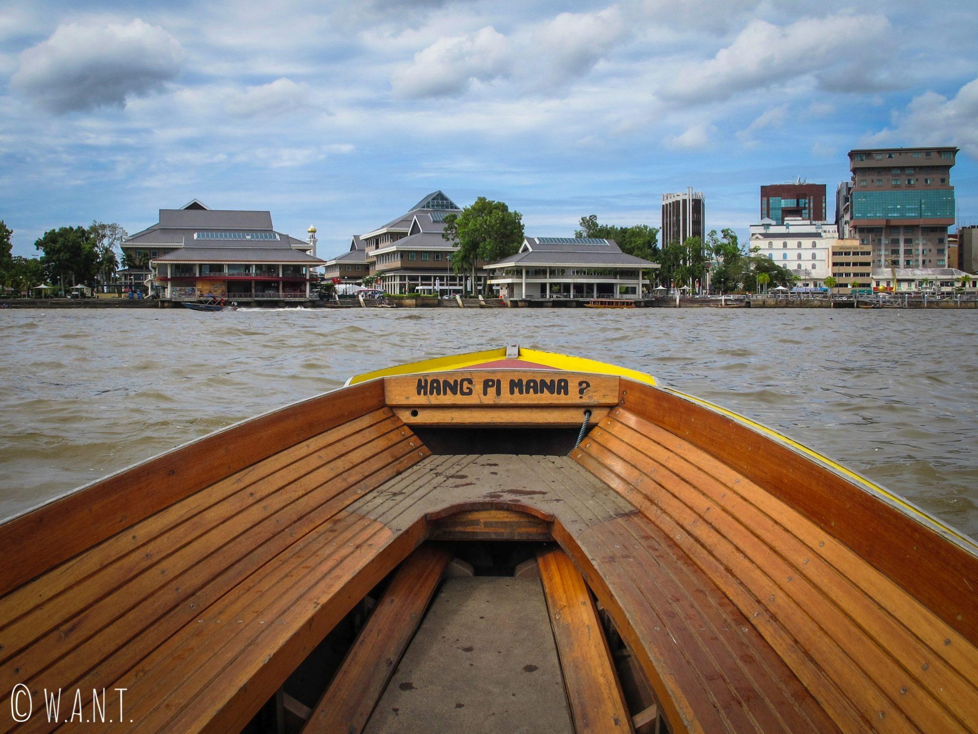 Barque nous conduisant du village flottant de Kampong Ayer à Bandar Seri Begawan