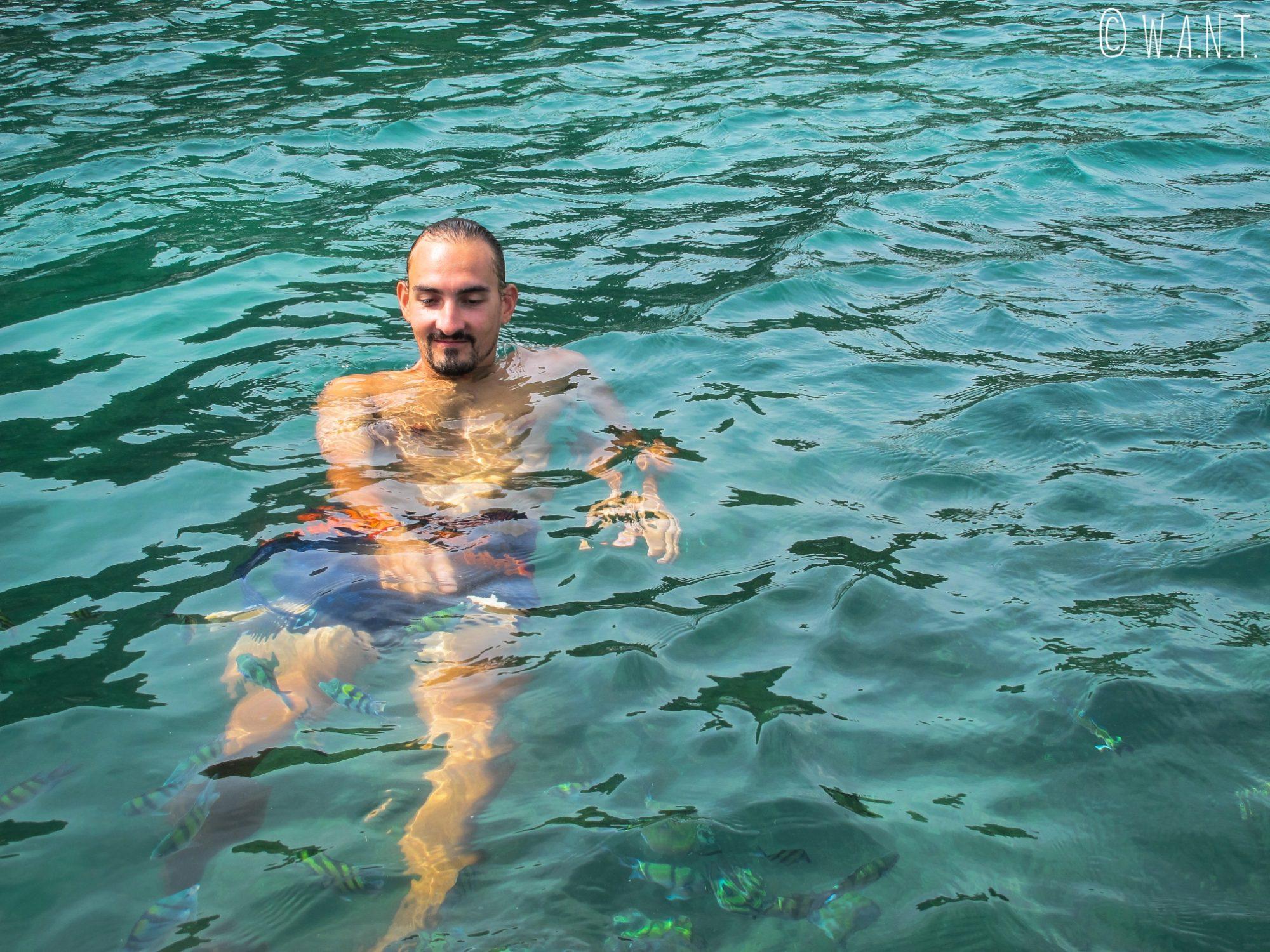 Benjamin et les poissons près de Potato Island à Phuket