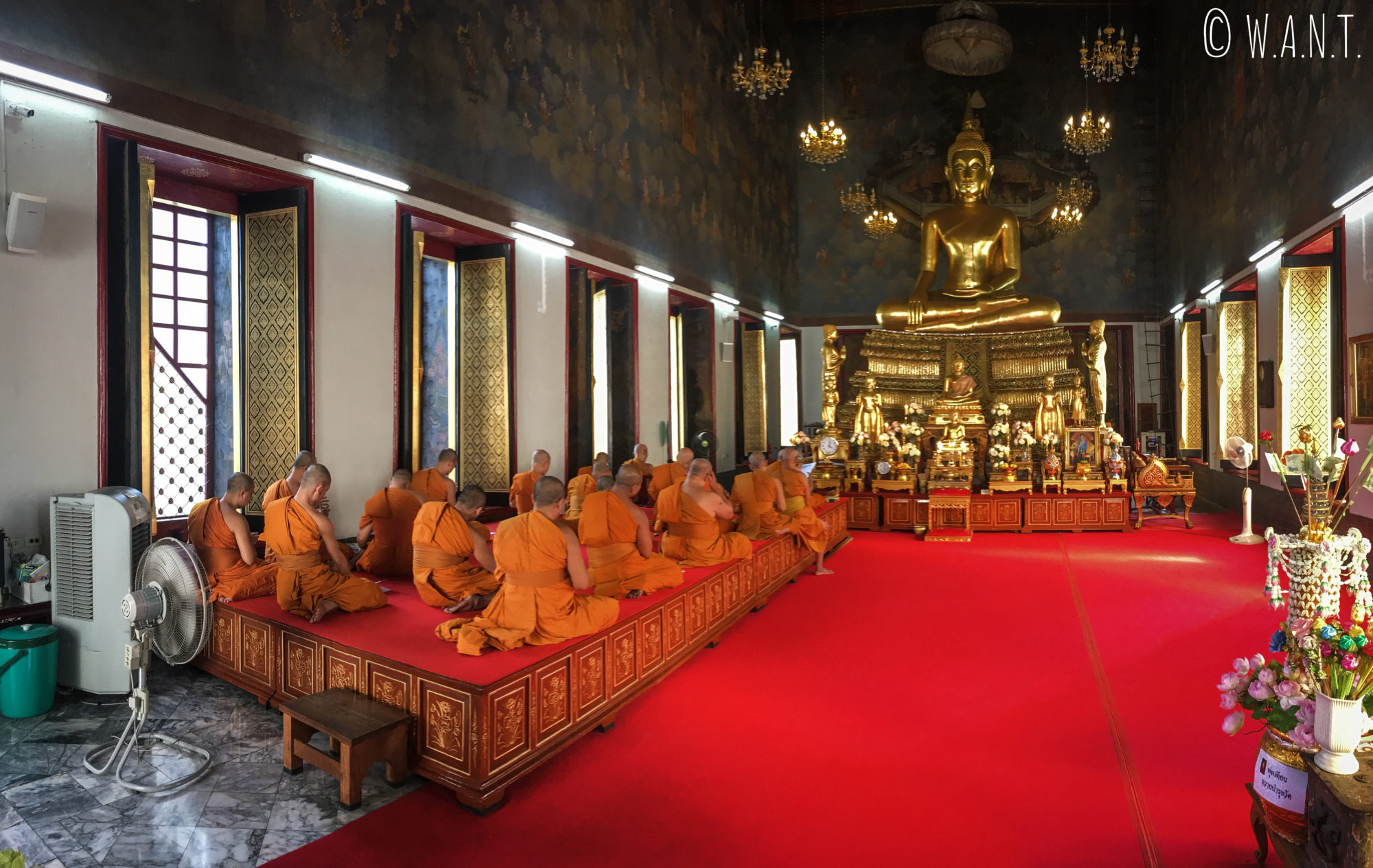 Cérémonie au Wat Ratchanatdaram de Bangkok