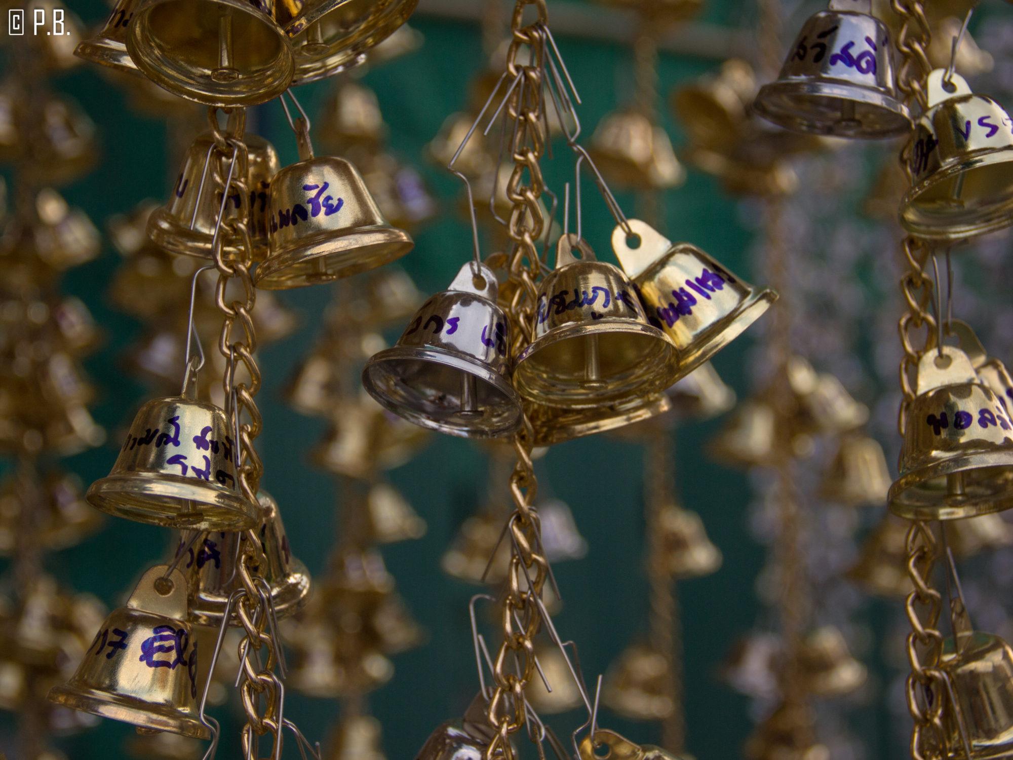 Clochettes au Wat Arun de Bangkok