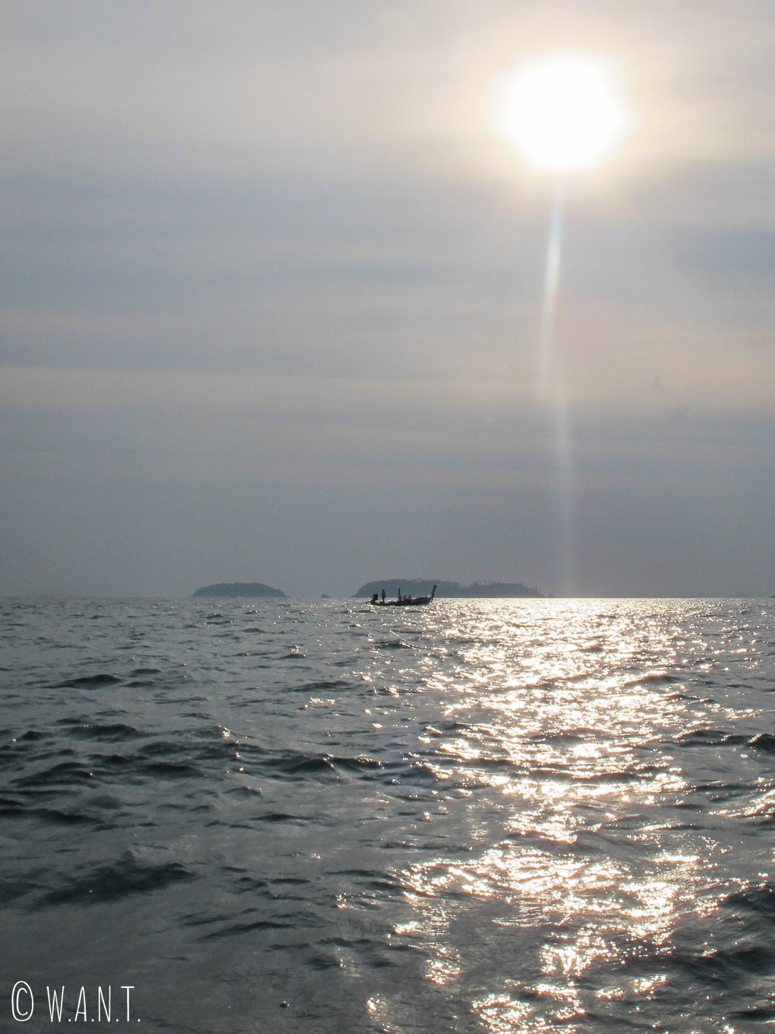 Coucher de soleil sur l'eau à Phuket