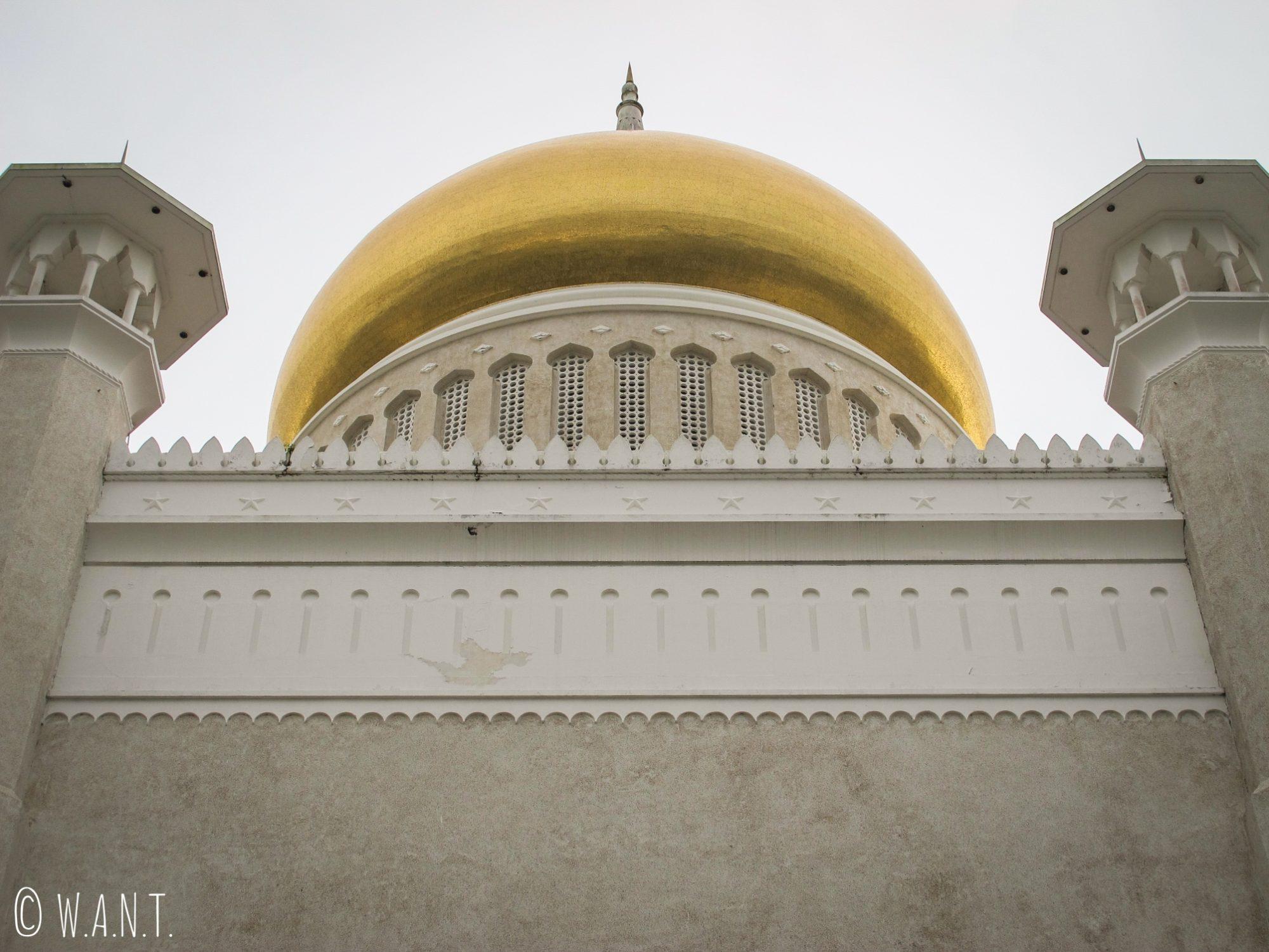 Dôme et minarets de la mosquée Masjid Omar Ali Saifuddien de Bandar Seri Begawan