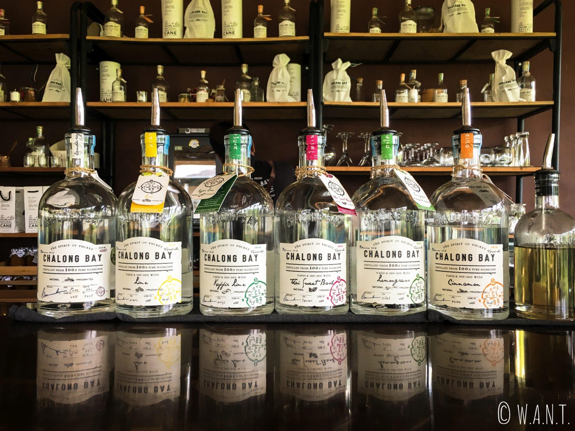 Différentes saveurs de rhum de la distillerie Chalong Bay sur Phuket