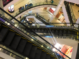 Escalators du centre commercial Terminal 21 à Bangkok