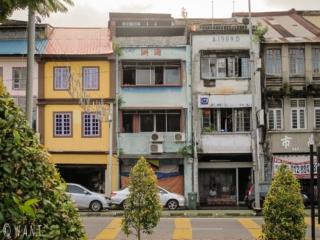 Façade de maisons dans le centre-ville de Kuching